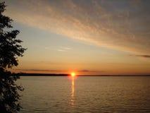 Tramonto nel lago Seliger fotografia stock