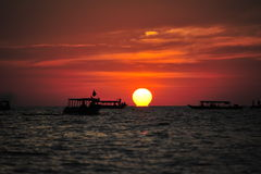 Tramonto nel lago Tonlesap Fotografia Stock