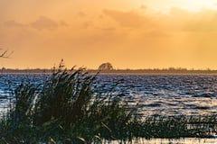 Tramonto nel lago Washington vicino a Melbourne Florida Immagine Stock