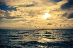 Tramonto nel mare Fotografia Stock Libera da Diritti