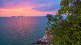 tramonto nel mare di Phang Nga Fotografia Stock