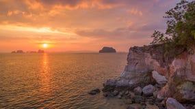 tramonto nel mare di Phang Nga Fotografia Stock Libera da Diritti