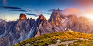 Tramonto nel paesaggio delle montagne Fotografia Stock Libera da Diritti