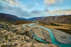 Tramonto nel parco nazionale Los Glaciares, vista della valle, del fiume e delle montagne Patagonia dell'Argentina dentro immagini stock libere da diritti