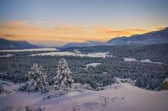Tramonto nell'inverno, sorgenti di acqua calda di Fairmont, Columbia Britannica, Canada fotografia stock libera da diritti