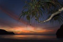 Tramonto nell'isola di Kho Tarutao, Tailandia fotografia stock libera da diritti