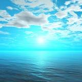 Tramonto nell'oceano, l'alba sopra il mare, la luce sopra il mare fotografia stock libera da diritti