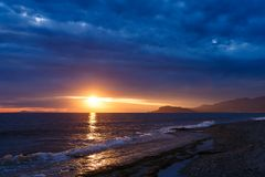 Tramonto nella baia di Alanya fotografia stock libera da diritti