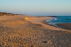 Tramonto nella spiaggia Fotografie Stock