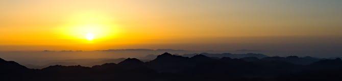 Tramonto nelle montagne Fotografia Stock Libera da Diritti