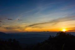 Tramonto nelle montagne Immagini Stock Libere da Diritti