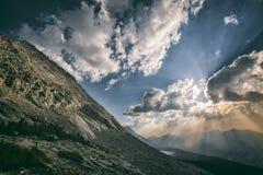 Tramonto nelle montagne Immagini Stock