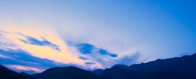 Tramonto nelle montagne Alpi di Dinaric, le montagne di Lovcen, Montenegro immagine stock