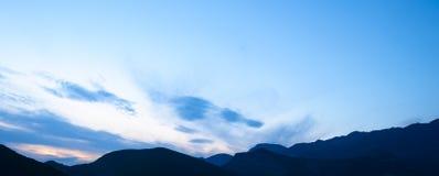 Tramonto nelle montagne Alpi di Dinaric, montagne di Lovcen, Montenegro Immagini Stock