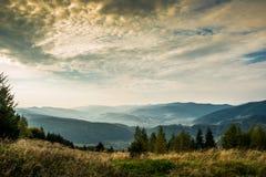 Tramonto nelle montagne carpatiche Fotografie Stock Libere da Diritti