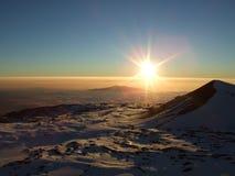 tramonto nevoso di mauna di kea dell'Hawai immagini stock libere da diritti