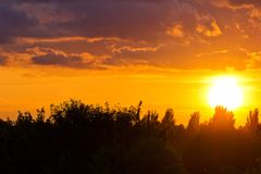Tramonto nuvoloso arancio Immagine Stock Libera da Diritti