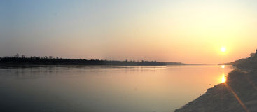 Tramonto o alba al Mekong Ubon Ratchathani Tailandia Fotografia Stock Libera da Diritti