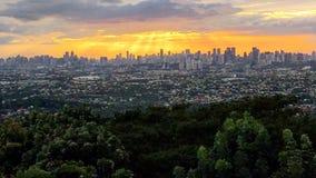 Tramonto oltre la città di Manila Fotografia Stock