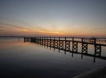 Tramonto pacifico sulla laguna indiana del fiume immagine stock libera da diritti