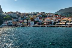 Tramonto a Parga, Grecia, dal mare fotografia stock