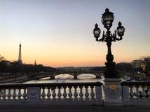 Tramonto a Parigi fotografie stock