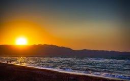 Tramonto pittoresco di stupore sulla spiaggia di Candia sull'isola di Creta immagine stock