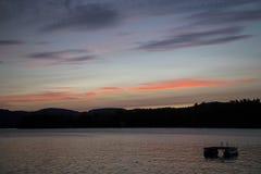 Tramonto roccioso del lago Fotografia Stock Libera da Diritti