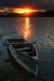 Tramonto roccioso del lago Fotografie Stock Libere da Diritti