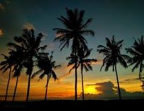 Tramonto romantico sulla spiaggia immagine stock