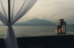 Tramonto romantico, vista dal terrazzo sul mare Fotografie Stock