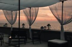 Tramonto romantico, vista dal terrazzo sul mare Fotografia Stock Libera da Diritti