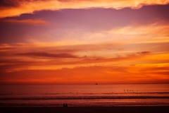 Tramonto rossastro della spiaggia fotografie stock libere da diritti