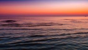 Tramonto rosso al mare Immagini Stock Libere da Diritti