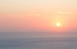 Tramonto rosso nel Mediterraneo fotografie stock