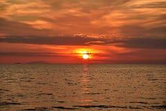 Tramonto rosso sopra il mare Fotografia Stock Libera da Diritti