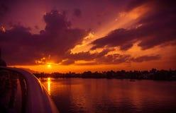 Tramonto rovente come visto al Darul Hana Bridge fotografie stock libere da diritti