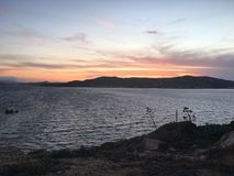 Tramonto in Sardegna. Questa foto è stata scattata ad inizi giugno alla scuola di vela Caprera, Sardegna royalty free stock photos