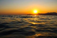 Tramonto, sera, paesaggio, crepuscolo, paesaggio, Crimea, il Mar Nero, il mare Immagine Stock