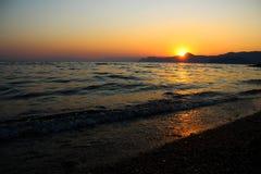 Tramonto, sera, paesaggio, crepuscolo, paesaggio, Crimea, il Mar Nero, il mare fotografie stock libere da diritti