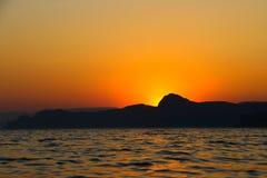 Tramonto, sera, paesaggio, crepuscolo, paesaggio, Crimea, il Mar Nero, il mare Immagini Stock Libere da Diritti