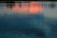 Tramonto sopra acqua Immagine Stock