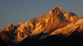 Tramonto sopra Aiguille Verte e Dru, Chamonix-Mont-Blanc Fotografie Stock Libere da Diritti