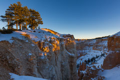Tramonto sopra i pendii del canyon coperti in neve, Bryce Canyon National Fotografia Stock
