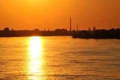 Tramonto sopra il fiume polacco Fotografie Stock Libere da Diritti