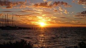 Tramonto sopra il lago a Brighton Beach a Melbourne, Australia fotografia stock libera da diritti