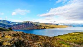 Tramonto sopra il lago Kamloops lungo la strada principale del trasporto Canada Fotografia Stock Libera da Diritti
