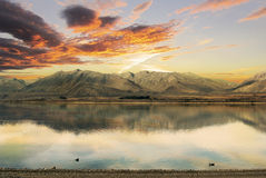 Tramonto sopra il lago Tekapo, Nuova Zelanda Fotografia Stock Libera da Diritti