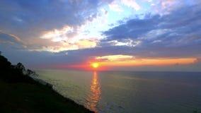 Tramonto sopra il Mar Baltico di estate archivi video