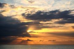 Tramonto sopra il mare a Montego Bay, Giamaica Immagini Stock Libere da Diritti